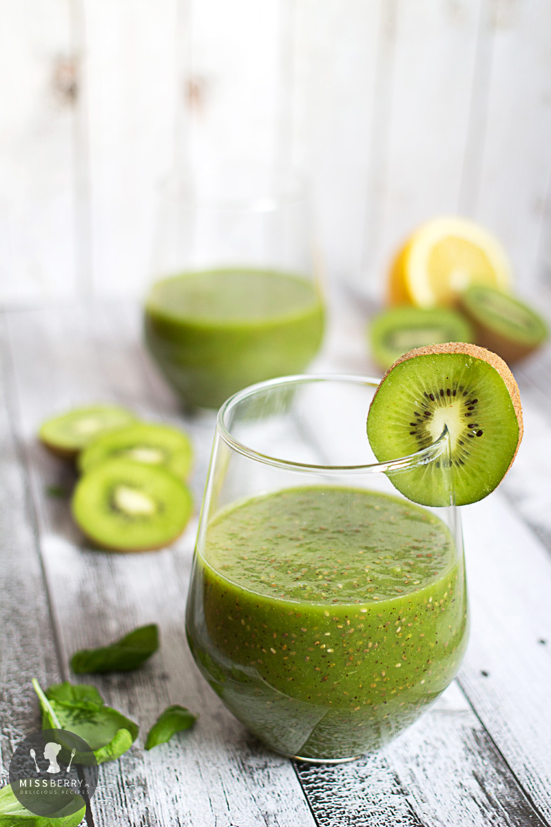 kiwi and chia spinach kiwi chia seed a beauty and fitness smoothie ...